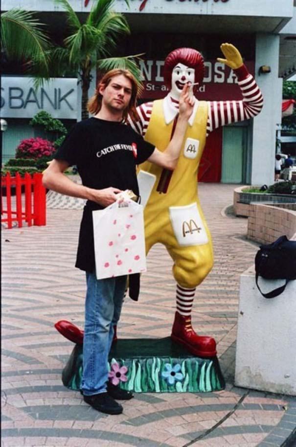 Ξεκαρδιστικές φωτογραφίες ανθρώπων που ποζάρουν με αγάλματα (2)