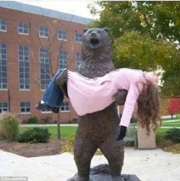 Ξεκαρδιστικές φωτογραφίες ανθρώπων που ποζάρουν με αγάλματα (13)
