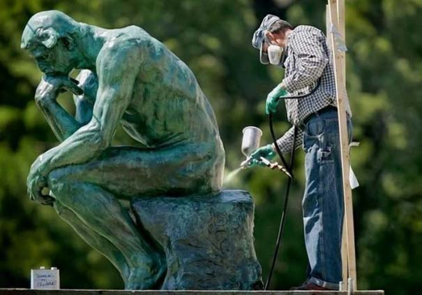 Ξεκαρδιστικές φωτογραφίες ανθρώπων που ποζάρουν με αγάλματα (16)