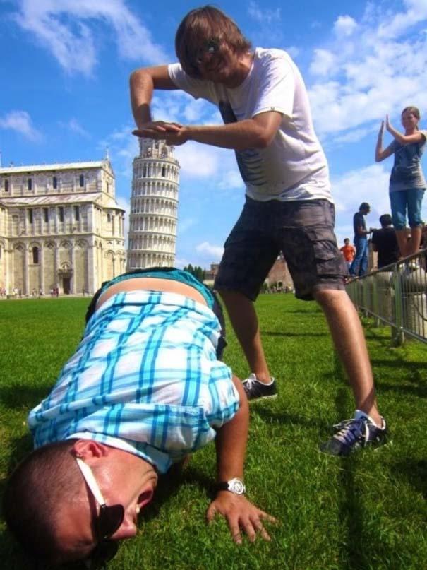 Ξεκαρδιστικές φωτογραφίες ανθρώπων που ποζάρουν με αγάλματα (18)