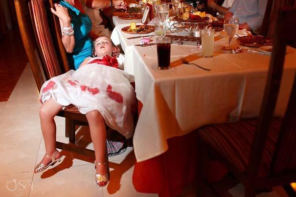 Ξεκαρδιστικές φωτογραφίες παιδιών σε γάμους (6)