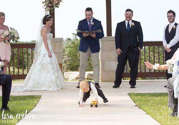 Ξεκαρδιστικές φωτογραφίες παιδιών σε γάμους (12)