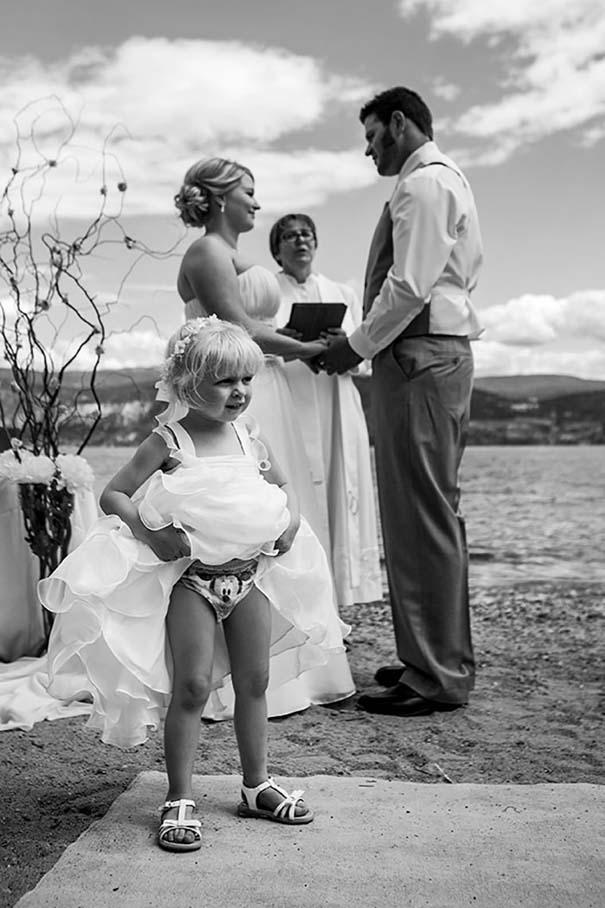 Ξεκαρδιστικές φωτογραφίες παιδιών σε γάμους (13)
