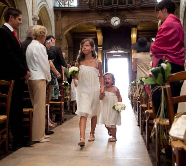Ξεκαρδιστικές φωτογραφίες παιδιών σε γάμους (14)