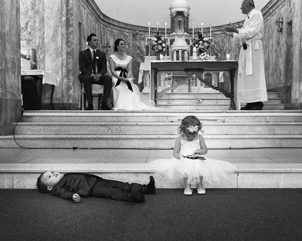Ξεκαρδιστικές φωτογραφίες παιδιών σε γάμους (17)