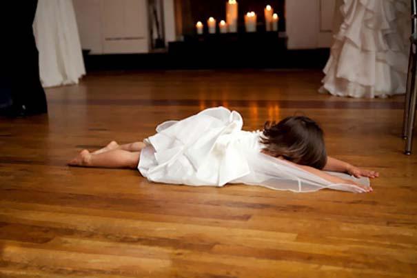 Ξεκαρδιστικές φωτογραφίες παιδιών σε γάμους (20)