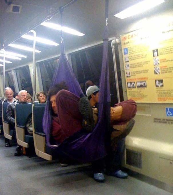 Παράξενες και κωμικοτραγικές φωτογραφίες στα μέσα μεταφοράς #27 (7)