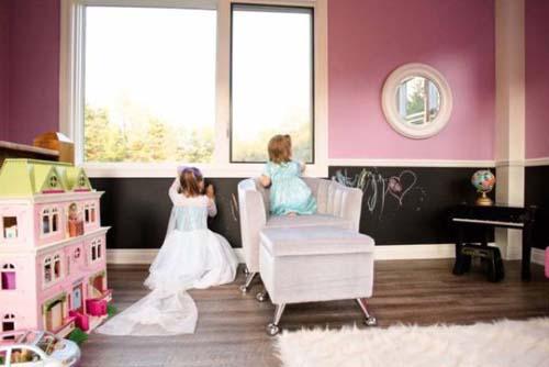 Μπαμπάς με κατασκευαστική εταιρεία έφτιαξε επικό κουκλόσπιτο για τις κόρες του (5)