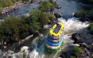 Ο πιο τρελός τρόπος για να κάνεις rafting