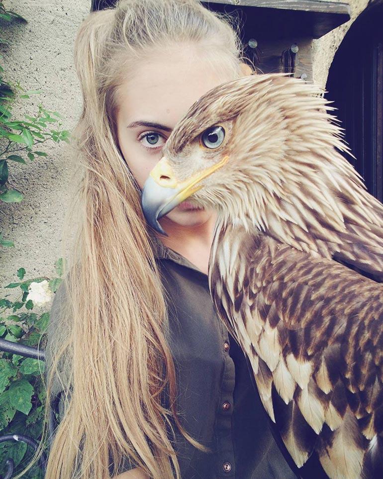 Το κορίτσι και ο αετός | Φωτογραφία της ημέρας