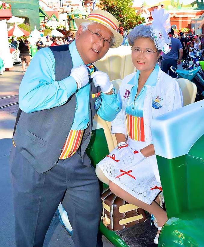Ζευγάρι συνταξιούχων τρελαίνει το Internet με τις μεταμφιέσεις του (9)