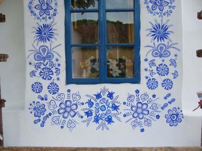90χρονη γιαγιά μετατρέπει χωριό στην Τσεχία σε έργο τέχνης ζωγραφίζοντας στο εξωτερικό των σπιτιών (1)