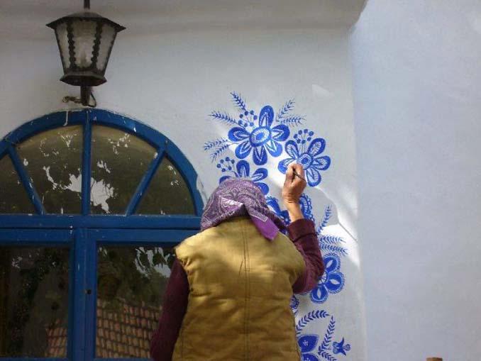 90χρονη γιαγιά μετατρέπει χωριό στην Τσεχία σε έργο τέχνης ζωγραφίζοντας στο εξωτερικό των σπιτιών (4)