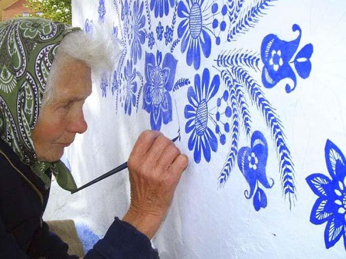90χρονη γιαγιά μετατρέπει χωριό στην Τσεχία σε έργο τέχνης ζωγραφίζοντας στο εξωτερικό των σπιτιών (5)