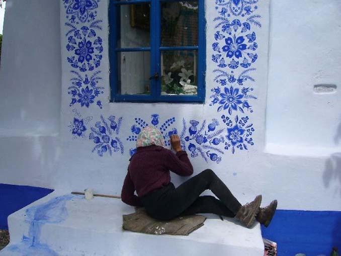 90χρονη γιαγιά μετατρέπει χωριό στην Τσεχία σε έργο τέχνης ζωγραφίζοντας στο εξωτερικό των σπιτιών (7)
