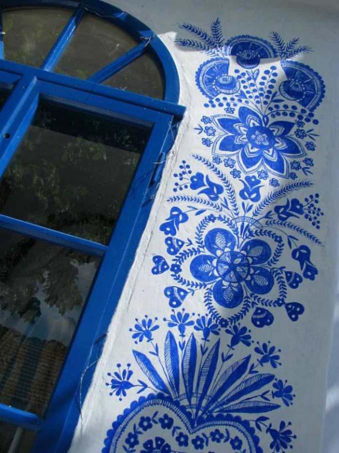 90χρονη γιαγιά μετατρέπει χωριό στην Τσεχία σε έργο τέχνης ζωγραφίζοντας στο εξωτερικό των σπιτιών (10)