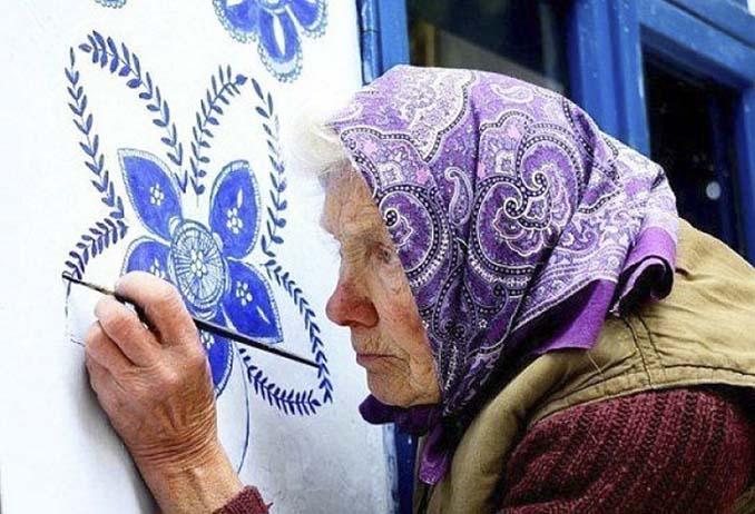 90χρονη γιαγιά μετατρέπει χωριό στην Τσεχία σε έργο τέχνης ζωγραφίζοντας στο εξωτερικό των σπιτιών (16)