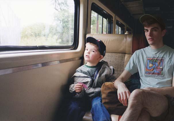 Άνδρας εισβάλλει στις παιδικές του φωτογραφίες μέσω Photoshop (11)