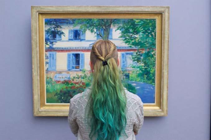 Φωτογράφος αφιερώνει αμέτρητες ώρες περιμένοντας επισκέπτες μουσείων που ταιριάζουν με τα εκθέματα (9)