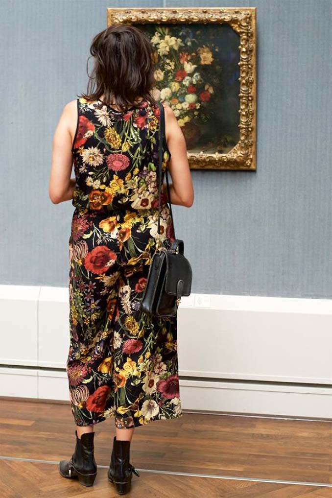 Φωτογράφος αφιερώνει αμέτρητες ώρες περιμένοντας επισκέπτες μουσείων που ταιριάζουν με τα εκθέματα (14)