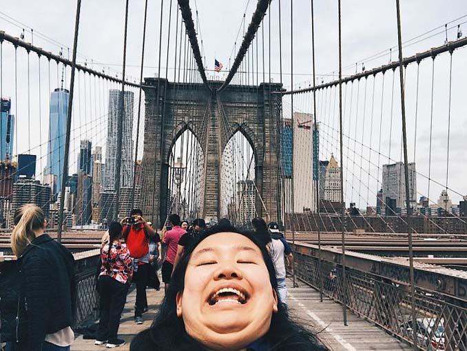 Γυναίκα διακωμωδεί τις τέλειες ταξιδιωτικές φωτογραφίες ποζάροντας με το πηγούνι (12)