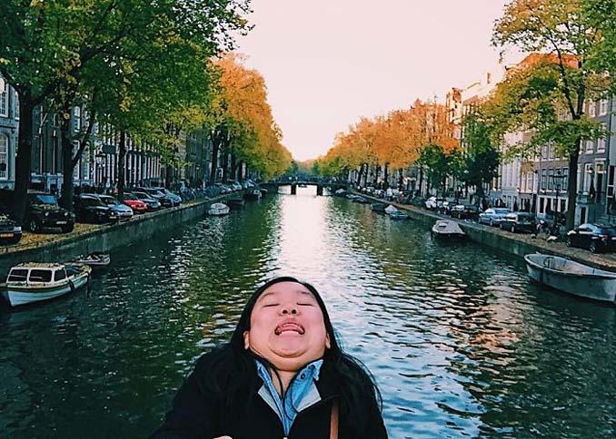 Γυναίκα διακωμωδεί τις τέλειες ταξιδιωτικές φωτογραφίες ποζάροντας με το πηγούνι (22)