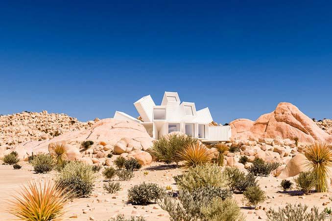 Joshua Tree: Ένα μοναδικό γεωμετρικό σπίτι φτιαγμένο από κοντέινερ (4)