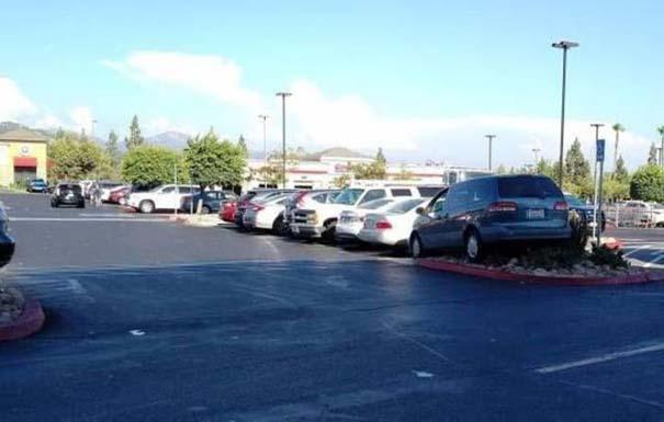 Όταν το παρκάρισμα ξεπερνάει το αυτονόητο (8)
