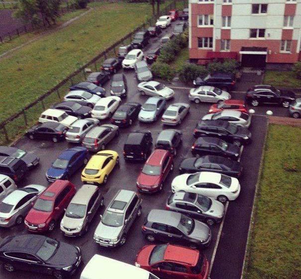 Όταν το παρκάρισμα ξεπερνάει το αυτονόητο (16)