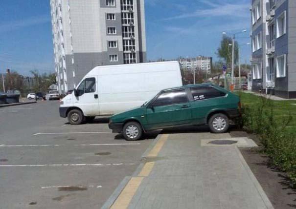 Όταν το παρκάρισμα ξεπερνάει το αυτονόητο (21)