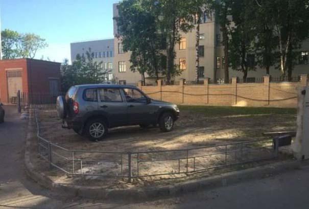 Όταν το παρκάρισμα ξεπερνάει το αυτονόητο (22)