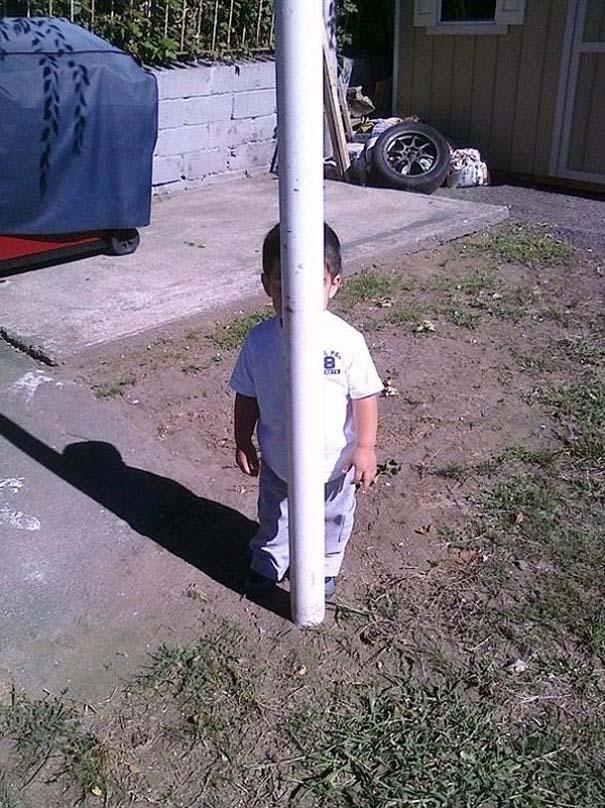 Παιδιά και κατοικίδια που παίζουν κρυφτό με ξεκαρδιστικό τρόπο (1)
