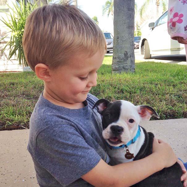 Η πρώτη συνάντηση ανθρώπων με τον σκύλο τους σε φωτογραφίες που θα σας φτιάξουν τη μέρα (5)