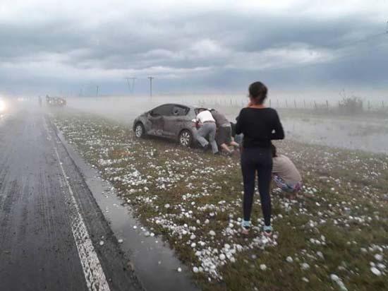 Χαλαζόπτωση στην Αργεντινή μοιάζει βγαλμένη από... ταινία καταστροφής! (4)