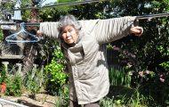 89χρονη γιαγιά από την Ιαπωνία ανακάλυψε τη φωτογραφία και ποζάρει για ξεκαρδιστικά πορτρέτα (1)