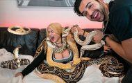 Φάρσα με φίδια στην κοπέλα του