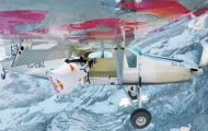 Γίνεται να πηδήξεις από ένα βουνό και να καταλήξεις μέσα σε ένα κινούμενο αεροπλάνο;