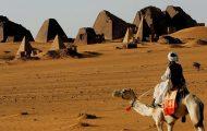 Μεταφορά αυτοκινήτων στην έρημο του Σουδάν