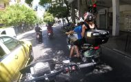 Μοτοσικλετιστής καταγραφεί περιστατικά καθημερινής τρέλας στους δρόμους της Αθήνας