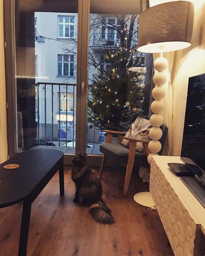 Πως να σώσετε το χριστουγεννιάτικο δέντρο από τα κατοικίδια (8)