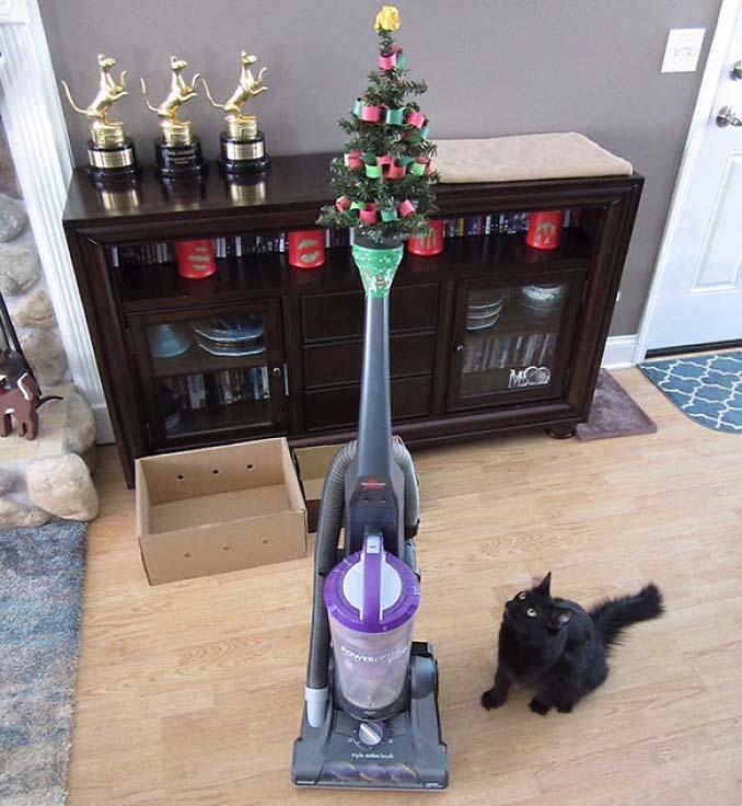 Πως να σώσετε το χριστουγεννιάτικο δέντρο από τα κατοικίδια (16)