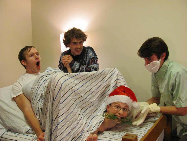 Άνθρωποι πόζαραν για ξεκαρδιστικές χριστουγεννιάτικες κάρτες (7)