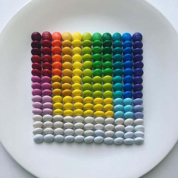 Καλλιτέχνης μεταμορφώνει την εμμονή του για τακτοποίηση σε πολύχρωμες δημιουργίες (2)