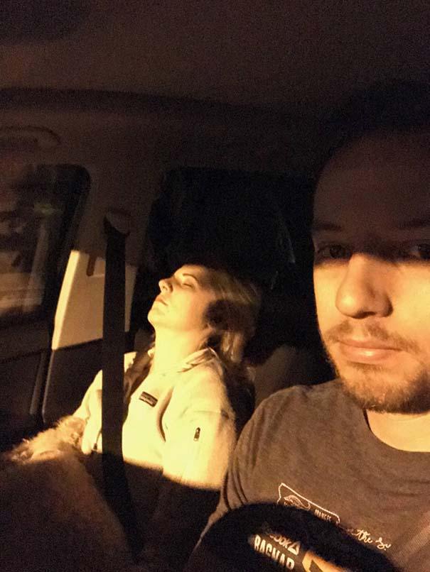 Έφτιαξε συλλογή με φωτογραφίες από τις εκδρομές που πάει τη γυναίκα του και το αποτέλεσμα είναι ξεκαρδιστικό (20)