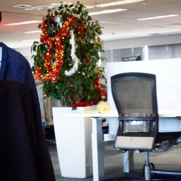 Κωμικοτραγικοί χριστουγεννιάτικοι στολισμοί (12)