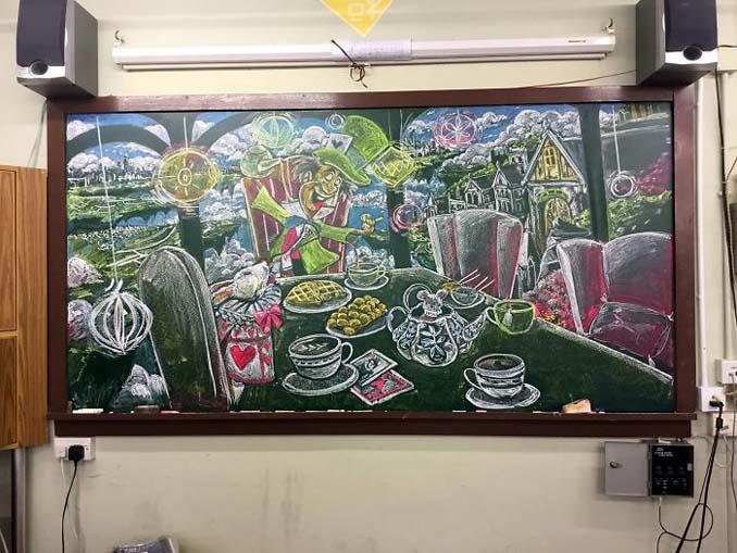 Μαθητές δημιουργούν εκπληκτικά έργα τέχνης στον πίνακα της τάξης τους (6)