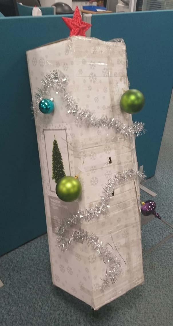 Όταν βαριέσαι να στολίσεις για τα Χριστούγεννα αλλά έχεις μεγάλη φαντασία (1)
