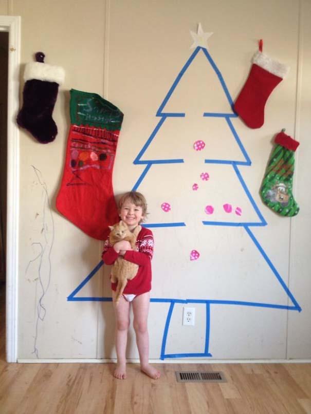 Όταν βαριέσαι να στολίσεις για τα Χριστούγεννα αλλά έχεις μεγάλη φαντασία (6)