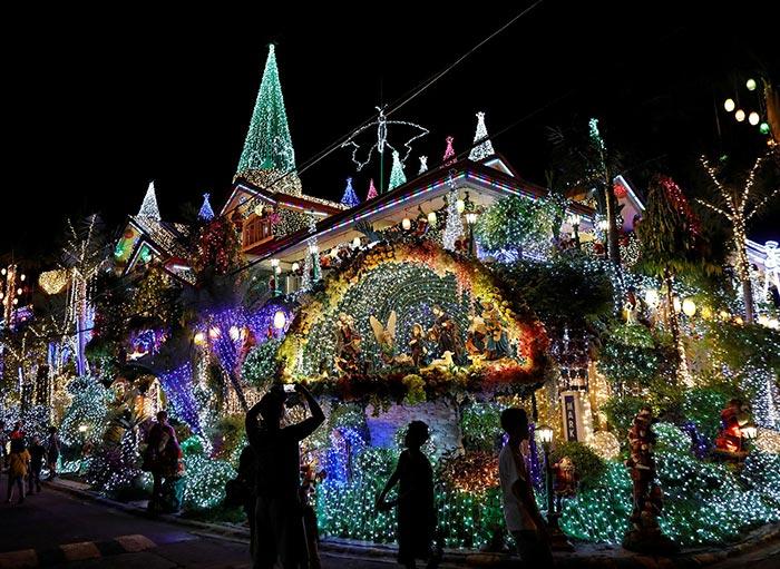 Σπίτι στις Φιλιππίνες έγινε ατραξιόν χάρη στα αμέτρητα χριστουγεννιάτικα φωτάκια | Φωτογραφία της ημέρας