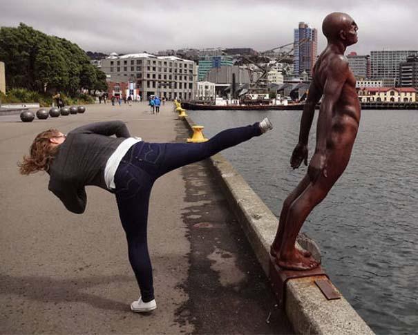 Ποζάροντας με αγάλματα #30 (2)